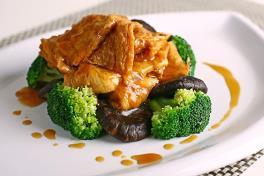 Braised Mushroom with Japanese Beancurd Skin & Broccoli