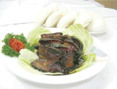 Stewed Pork with Buns 扣肉包