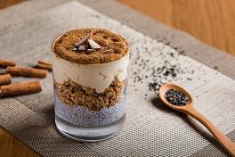 Almond & Oat Chia Seed Pudding 杏仁麦片奇亚籽芭菲
