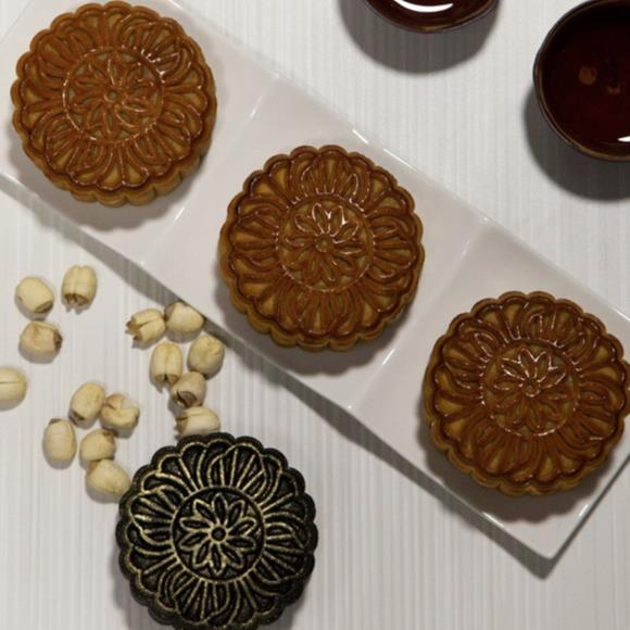 *Exclusive MOF Mooncake*