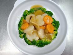 西兰花带子/虾球/鲍贝 Broccoli w/ Scallops/ Prawn Ball/ Clams