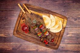 Grilled Beef & Capsicum Skewer with Pita Bread