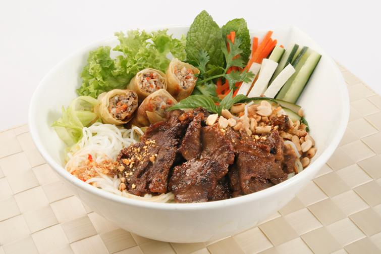 Fresh Noodle with Grilled Beef & Spring Rolls
