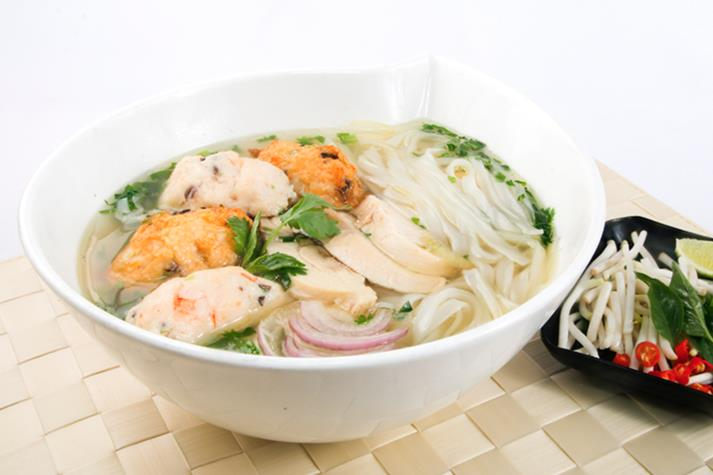 Vietnamese Chicken Noodle Soup with Prawn Cakes & Chicken Fillet