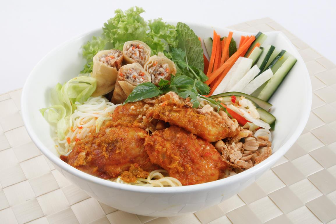 Fresh Noodle with Grilled Lemongrass Fish Fillet and Spring Rolls