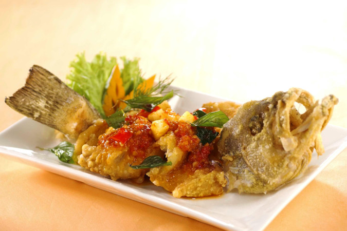 Crispy Whole Fish with Thai Chilli / Mango Salad