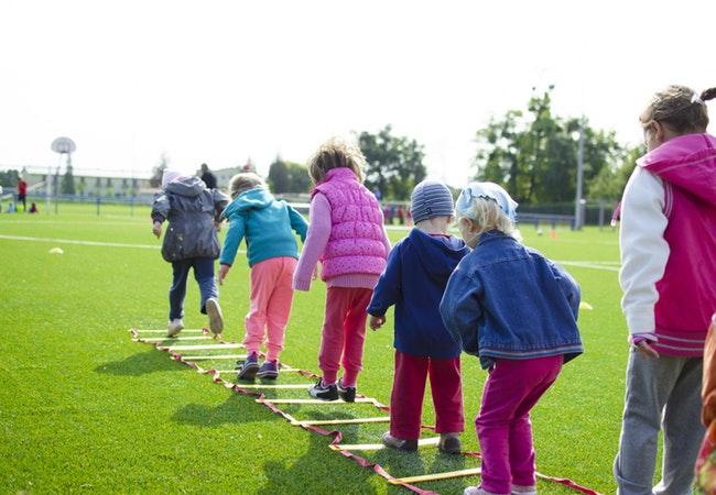 Olahraga%20Anak%201 - Moms, Kegiatan Berikut Dapat Mencegah Terjadinya Obesitas Dini pada Anak Lho!
