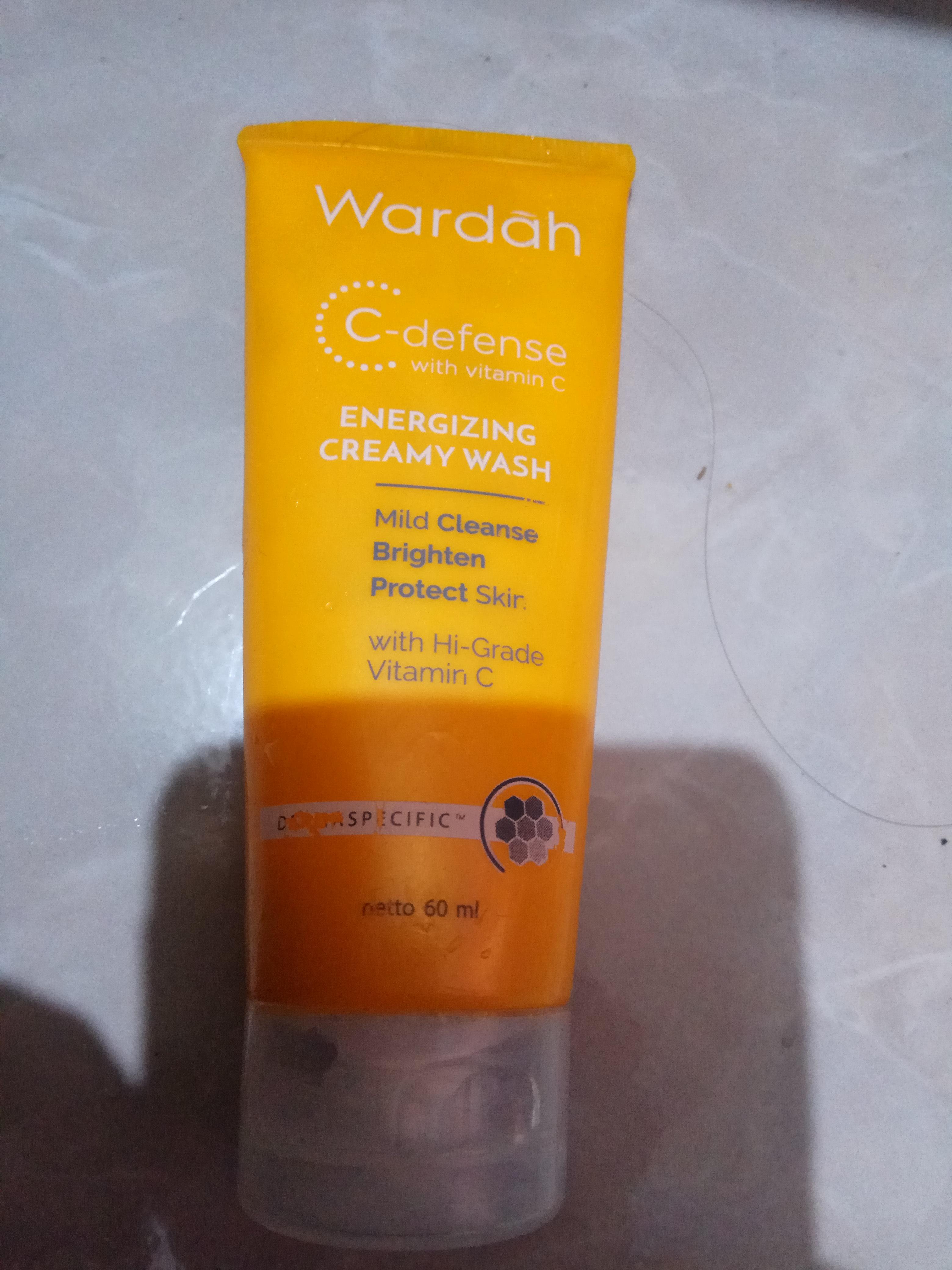 Wardah C Defense Energizing Creamy Wash