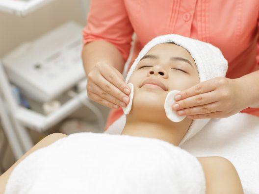 Facial Treatment di klinik