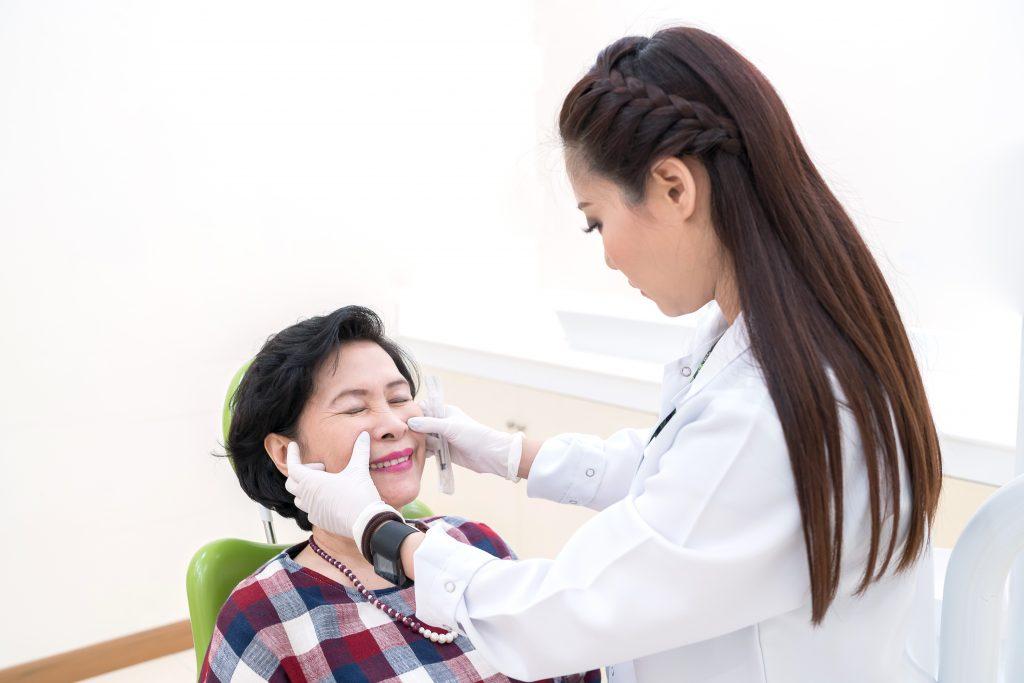 Mengatasi kulit kering dengan bantuan ahli dermatologi