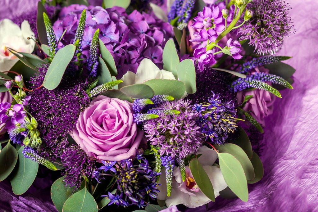 Perawatan wajah alami dengan bunga