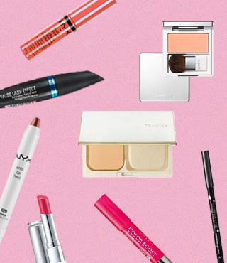 Memakai makeup di perjalanan