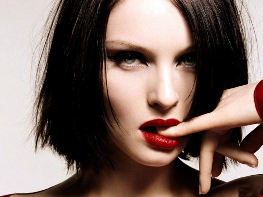 Masalah yang dihadapi si pecinta lipstik merah