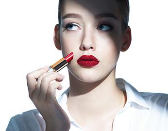 warna lipstik sesuai bentuk bibir