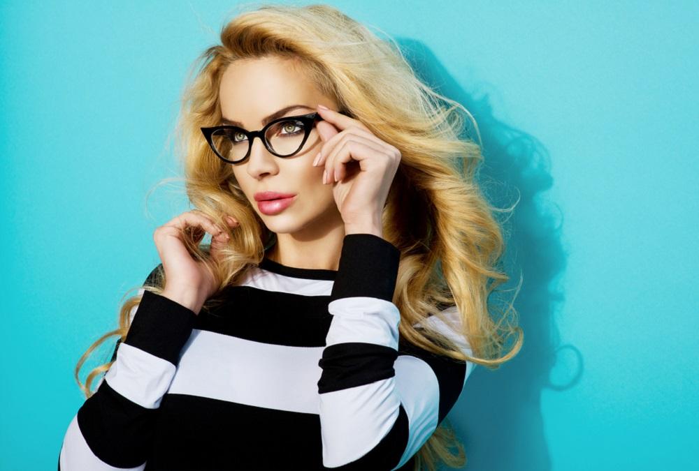 tips rias mata saat memakai kacamata
