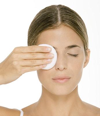 Cara Benar Membersihkan Makeup