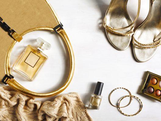 Produk Kecantikan Berwarna Emas
