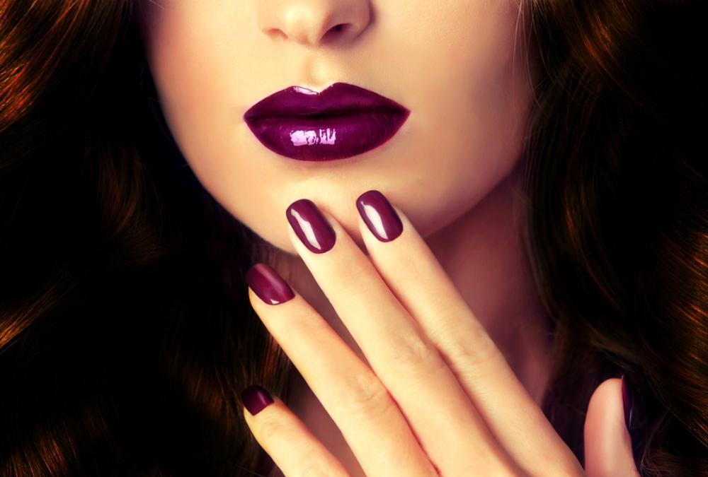 trik cerdik pakai lipstik ungu