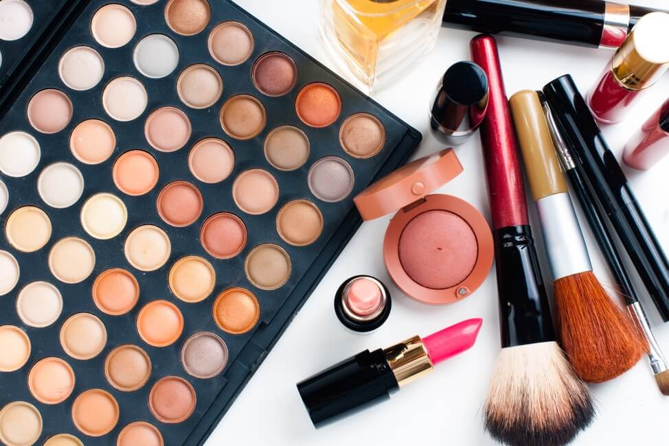 produk kecantikan yang harus ada di meja kerja