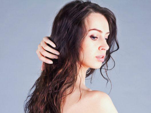 Atasi Rambut Mengembang Dengan 5 Tips Berikut! 40de0c046b