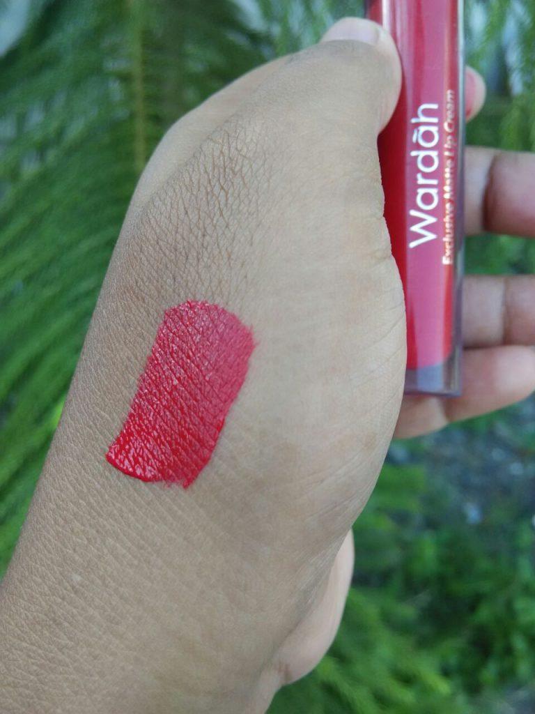 Review Wardah Exclusive Matte Lip Cream No6 Feeling Red Beauty Original Cair Pigmentasi Yang Mampu Menutup Warna Asli Bibir Serta Harga Sangat Terjangkau Maka Dari Ini Bagi Saya Layak