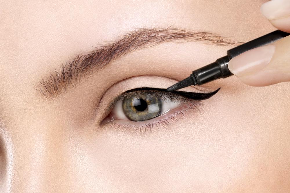 Eyeliner gel dan eyeliner cair