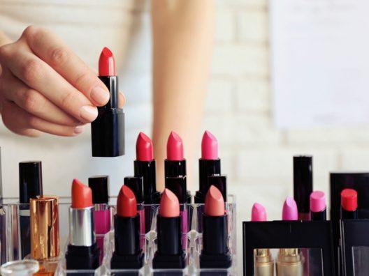 lipstik merah sesuai warna kulit