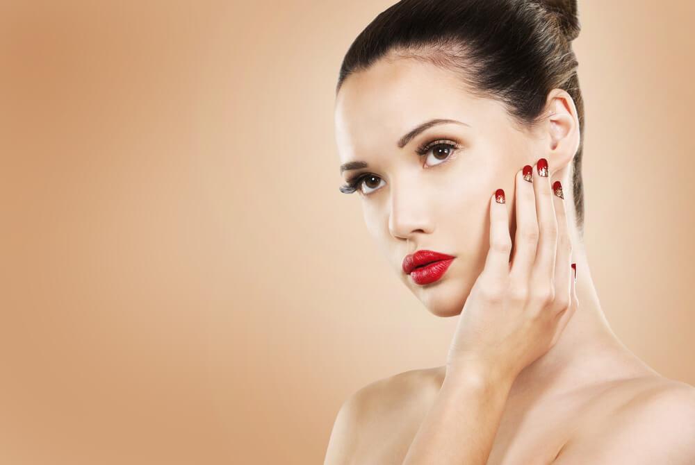 lipstik merah cocok bagi anda yang minimalis