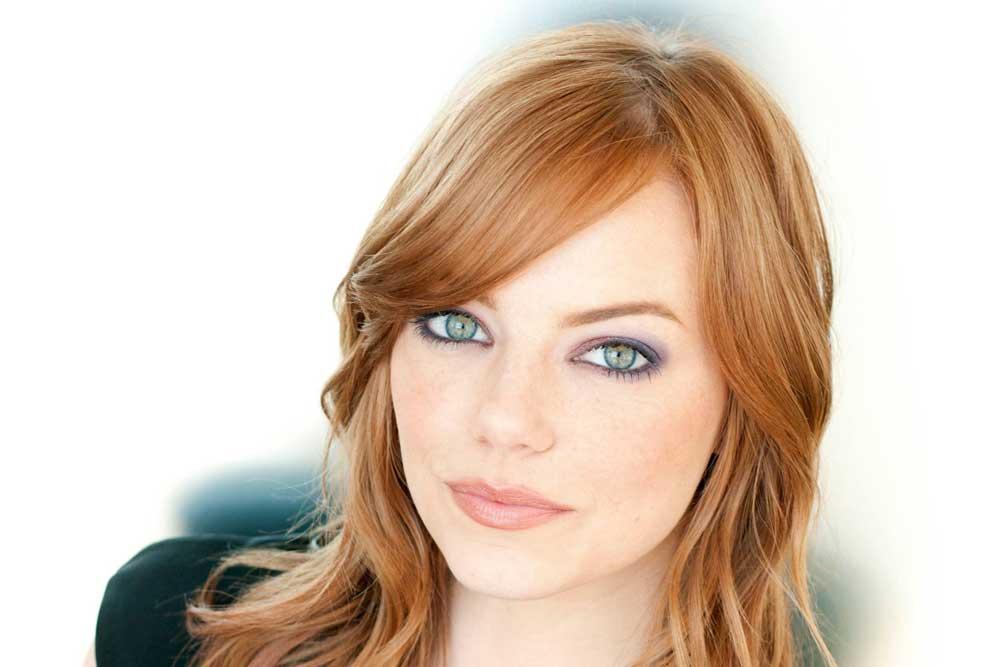 7 Gaya dan Warna Rambut Emma Stone yang Bisa Anda Jadikan ... dc88ba0e7c