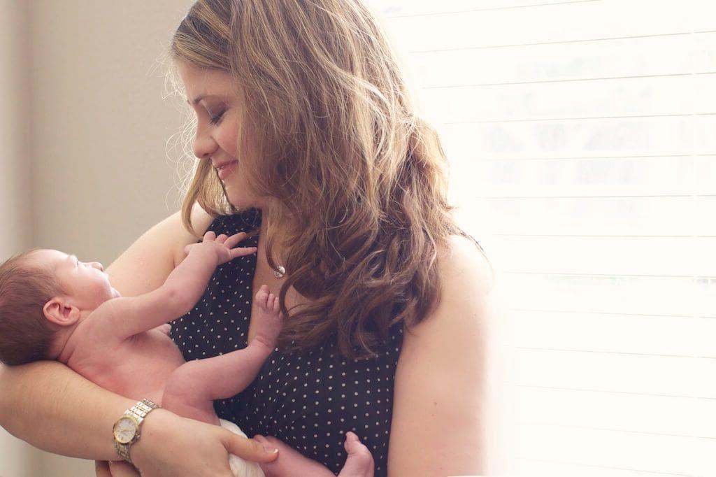 Young Moms: 5 Trik Agar Tetap Bugar Walau Sering Begadang