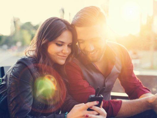 Menjaga Keseimbangan Cinta Dengan Pasangan, Keluarga, dan Sahabat