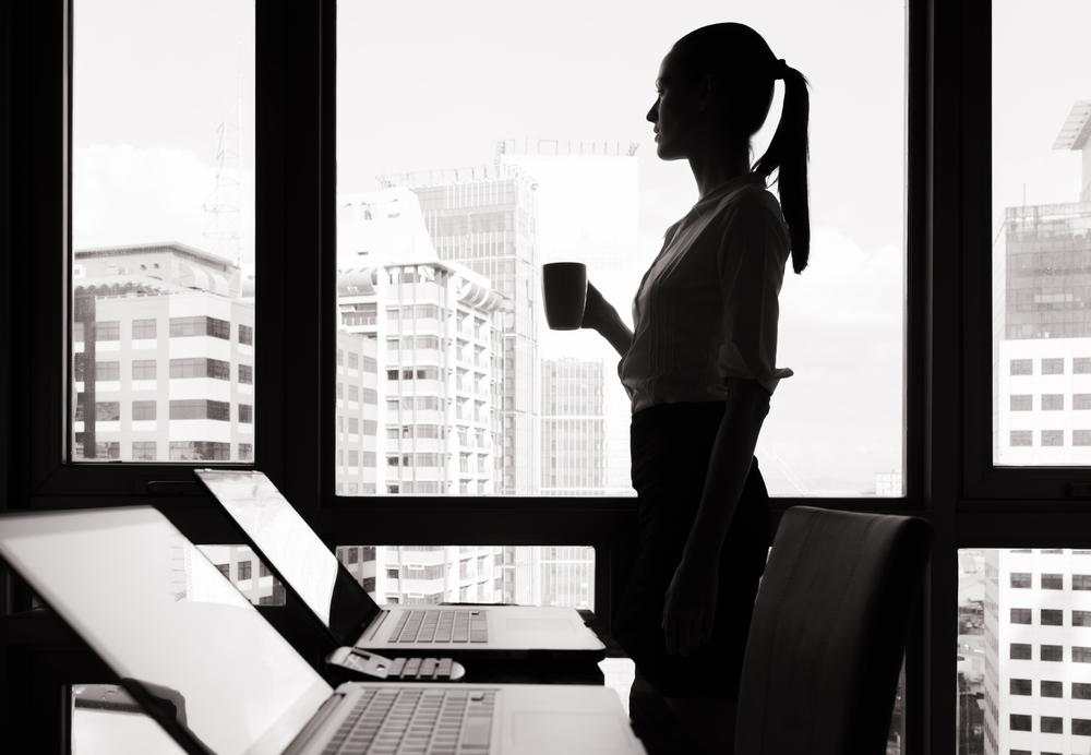 alasan wanita mandiri merasa kesepian