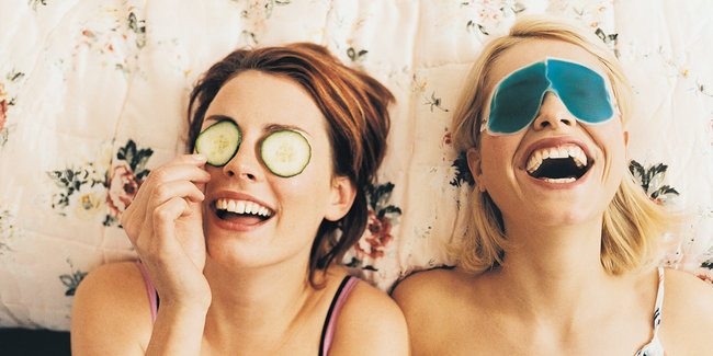 Membantu Teman Mengatasi Depresi - Tertawa