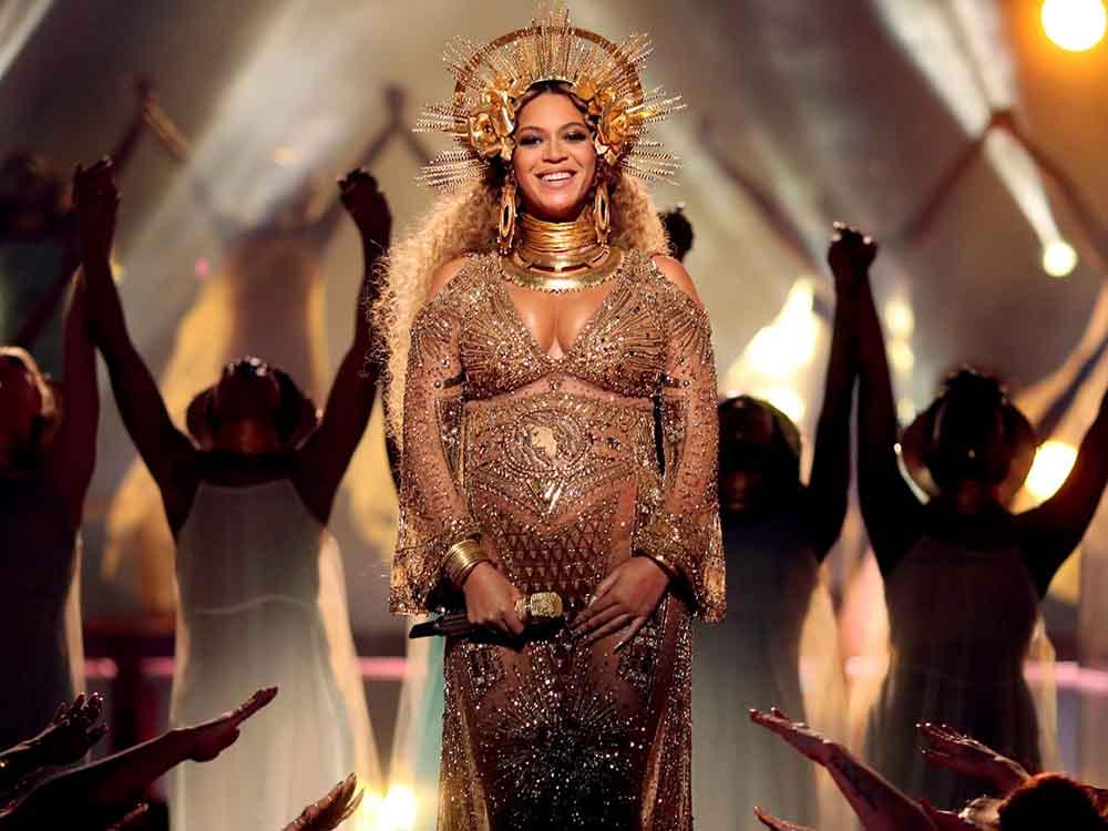 Beyonce melahirkan anak kembar