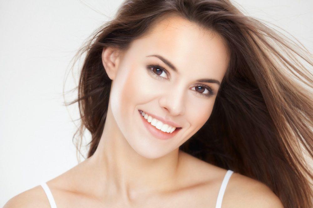 4 Cara Memutihkan Gigi Dengan Menggunakan Bahan Alami