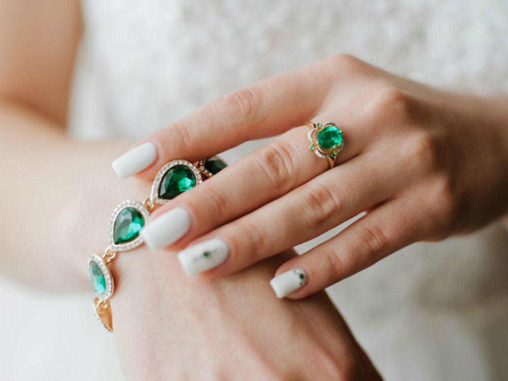 Alergi Bahan Perhiasan - Cover