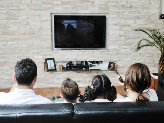 Film Bersama Keluarga - Cover