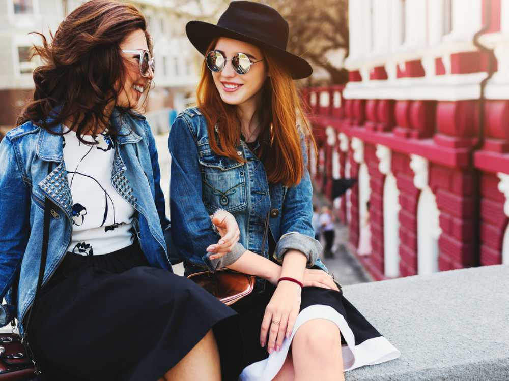 Quality Time Dengan Sahabat Tanpa Bikin Bokek - Cover