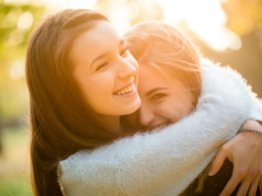 Tips Jaga Hubungan Dekat Dengan Saudara Kandung - Cover