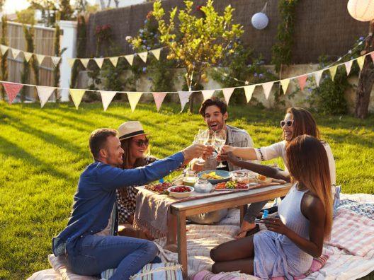 Restoran Dengan Suasana Piknik - Cover