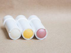 Pilihan Produk Skin Care dengan Bentuk Stik