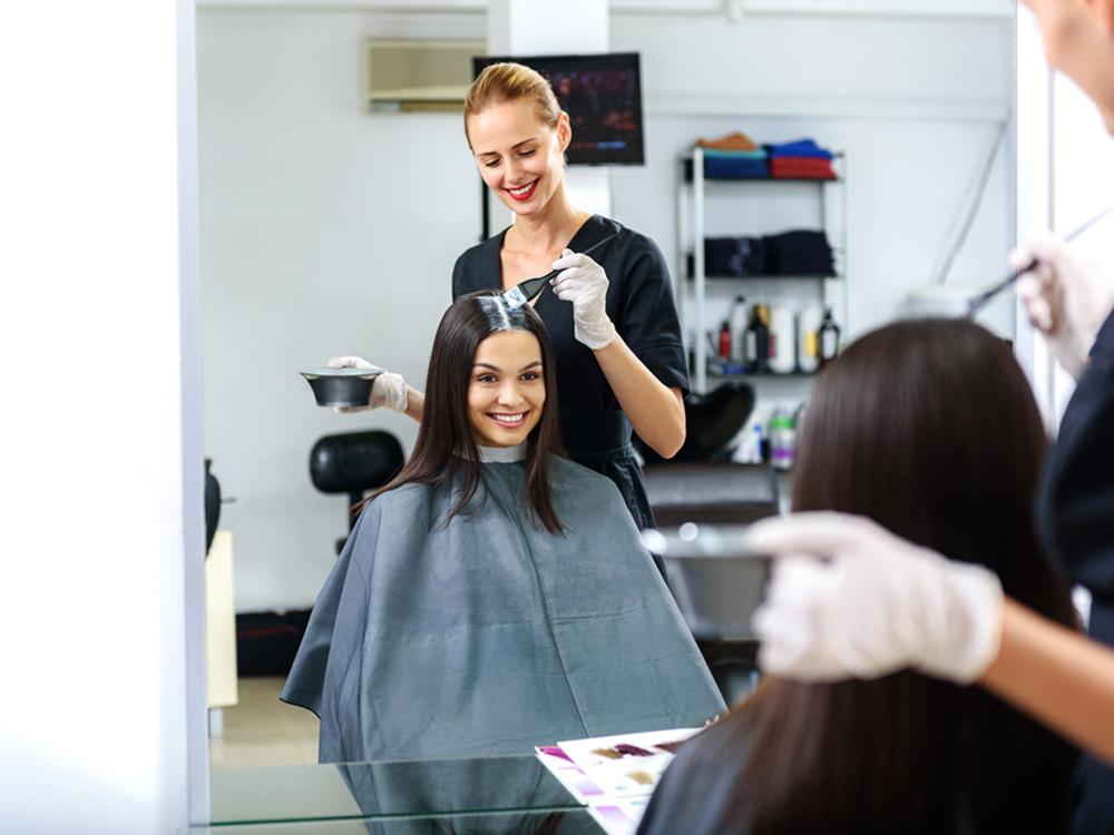 Hal yang Menandakan Sudah Waktunya Anda Mengganti Warna Rambut