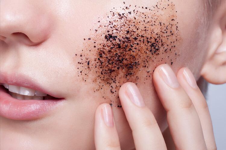 Hentikan 3 Kebiasaan Cara Membersihkan Wajah Seperti Berikut | MaryJardin.co