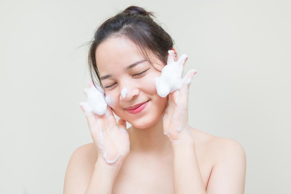 Facial Wash yang Mampu Melembapkan Kulit Kering