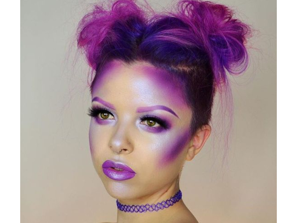 Heboh Makeup Bernuansa Ungu, Mulai dari Eyeshadow Hingga Blush On