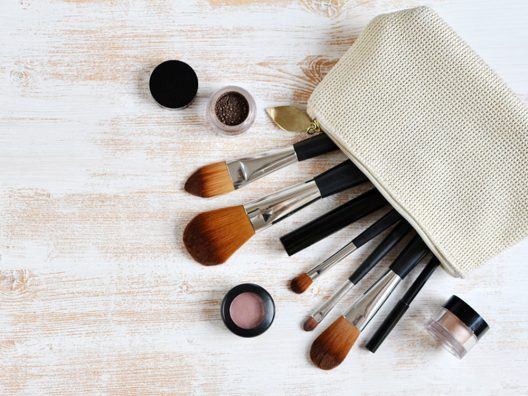 Bingung Memilih Set Kuas Makeup yang Cocok Buat Pemula? Ini Beberapa Pilihan yang Bisa Anda Coba Real Techniques Ultimate Base Set https://www.sociolla.com/accessories/5019-1521-ultimate-base-set.html Ecotools 6PC Essential Eye Set https://www.sociolla.com/accessories/997-1227-6pc-eye-brush-set.html Morphe 6 Piece Travel Brush Set https://www.morphebrushes.com/products/set-685-6-piece-travel-brush-set Lamica Contour and Highlight Set https://www.sociolla.com/accessories/4381-contour-and-highlight-set.html Make Over Professional Brush Set https://www.sociolla.com/accessories/9195-professional-brush-set.html