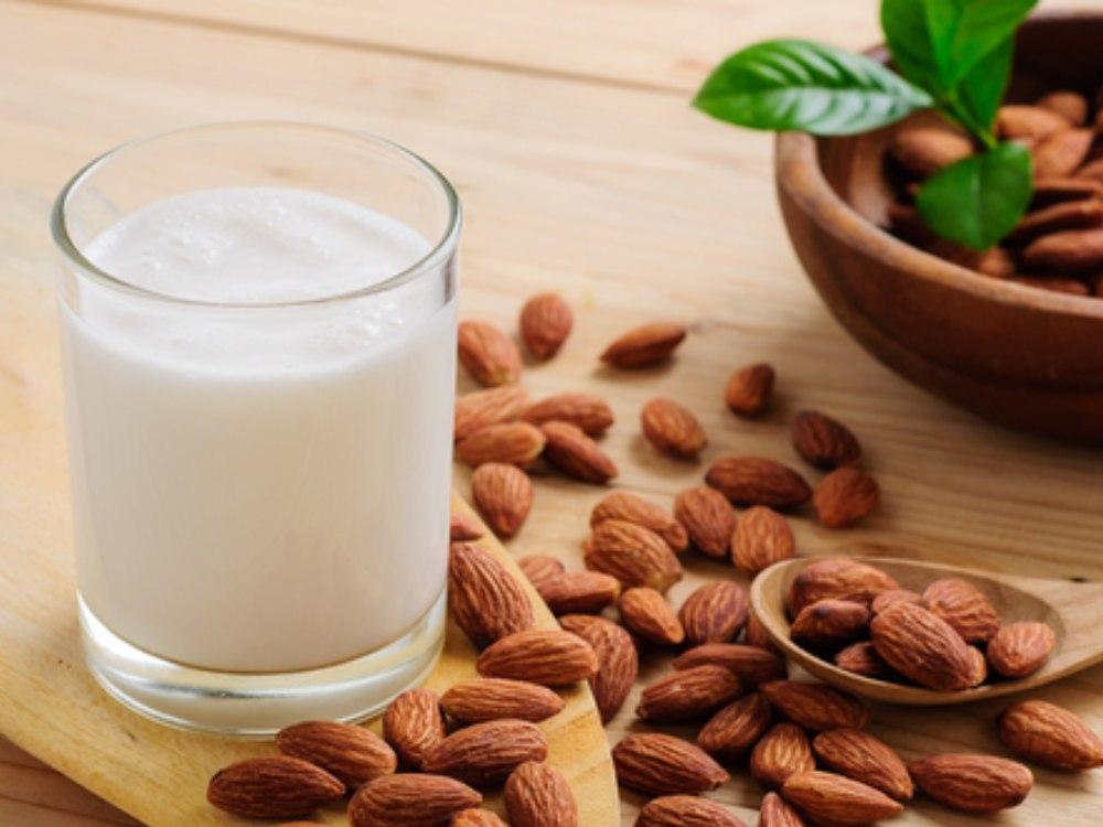manfaat susu almond untuk kecantikan