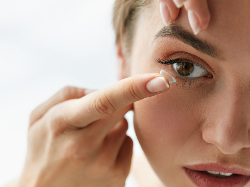Tips Makeup untuk Pengguna Lensa Kontak