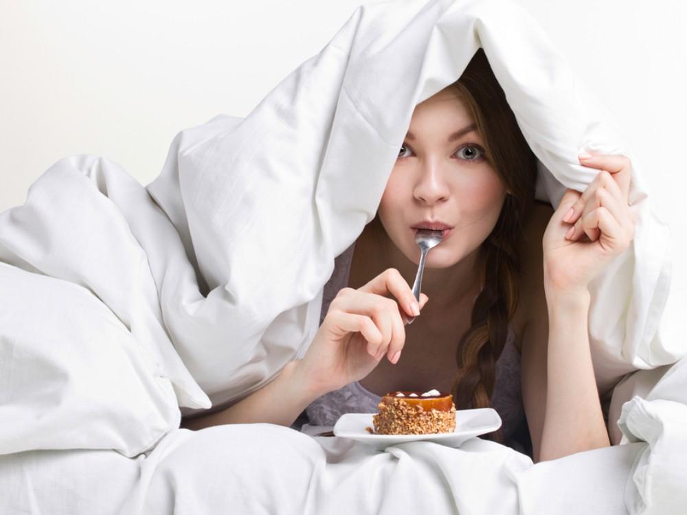 makanan yang harus dihindari sebelum tidur