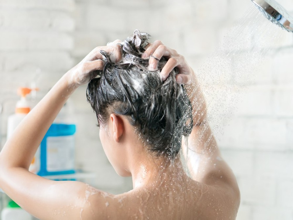 faktor yang menyebabkan rambut mudah berminyak